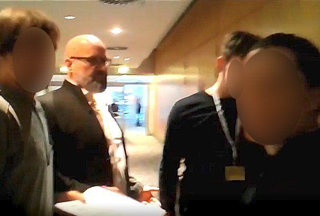 Rainer Taufertshöfer im Gespräch mit der ARD Kontraste Redaktion. Bildquelle: YouTube